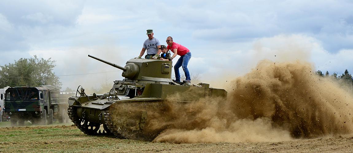 Panzer & Militärfahrzeuge